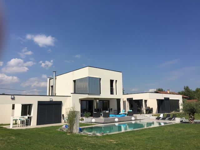 Villa avec piscine - Orliénas - Vila
