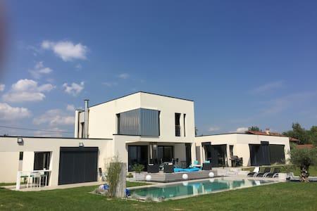 Villa avec piscine - Orliénas - Villa