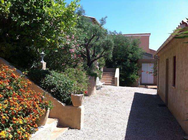 Appartement T2 avec jardin terrasse et barbecue