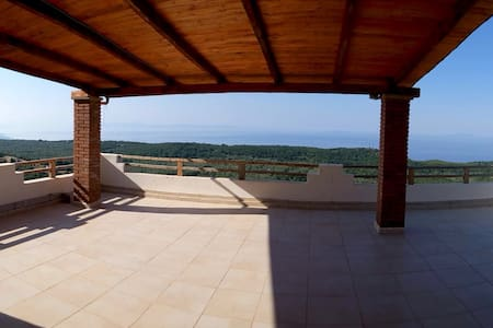 VILLA IN FRONT OF OLIVE TREES&SEA - Vuno