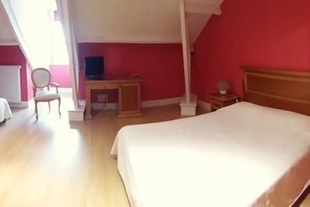 Chambre Rouge familiale 3 personnes - Dompierre-sur-Charente