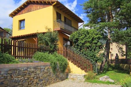 Casa familiar en la montaña - Vilada - House
