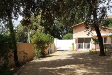 Maison de 50m2 avec 600 m2 de jardin - Bagnols-sur-Cèze