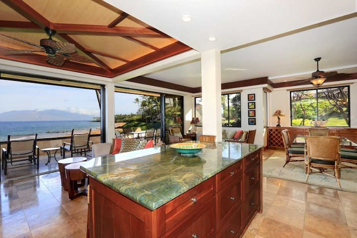 Beautiful Beachfront Luxury Corner Unit -Makena Surf #E-206