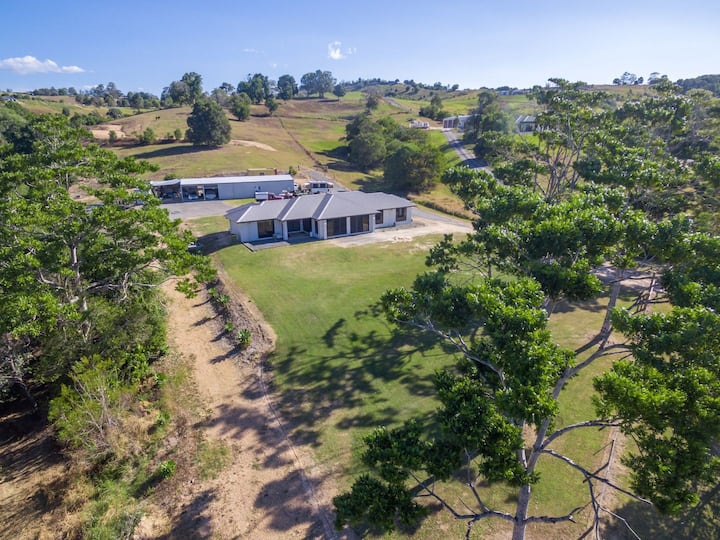 noosa hills hide away!.  perfect family space .