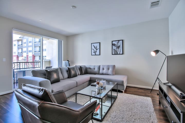 Spacious 3BR Apt with Gym and Pool Access