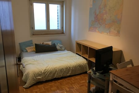 Private Room in the City Centre in Fribourg! - ไฟร์บวร์ก