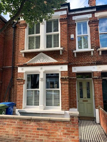 Beautiful 4 bed period family home