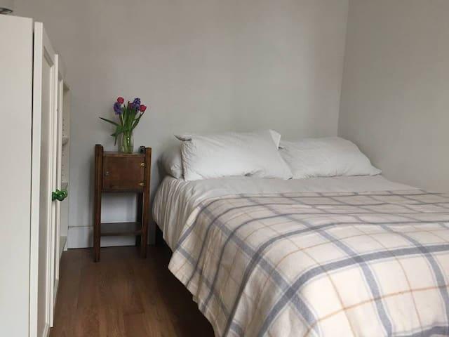 Cozy Private Bedroom - Williamsburg