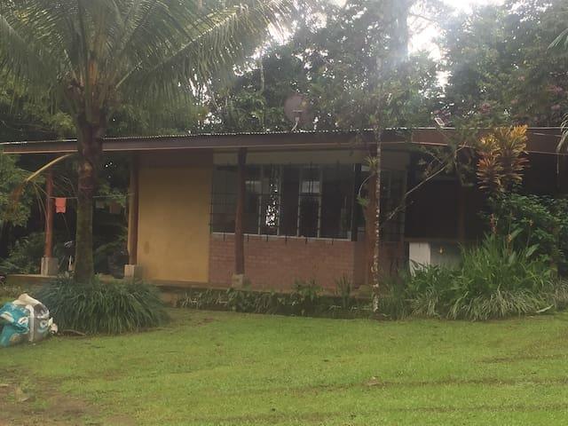 Casa Los Limones, Guácimo (Universidad Earth)