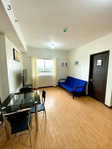 1 bedroom with Balcony, Unlimited Wifi with Cable