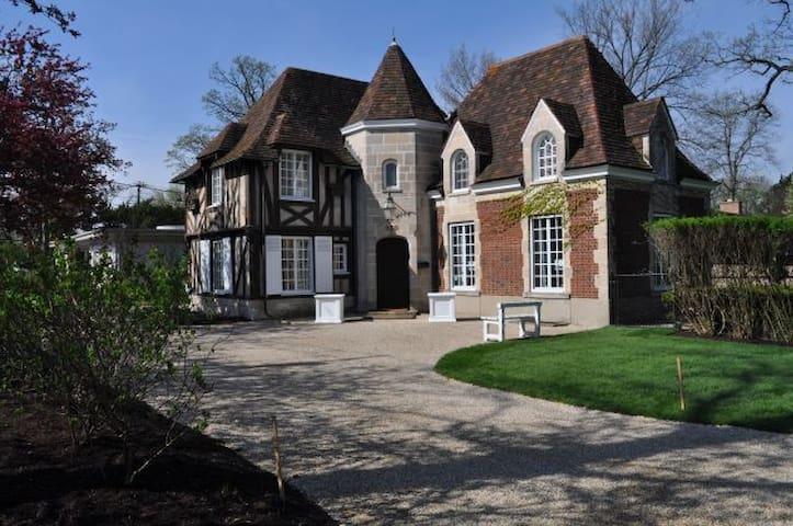 Le Petite Chateau - Highland Park - House