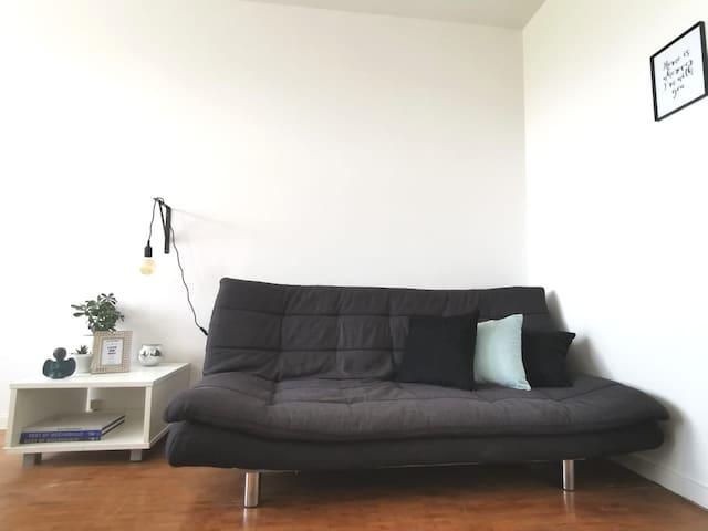 My Place I - The White Orchid.  Photo: Living Room. Feeling Cozy Yet? | Foto: Sala de Estar. Já se sente aconchegado/a?  #MyPlaceMoz - Your Home Away From Home. #MyPlaceMoz - O Seu Lar Longe De Casa.