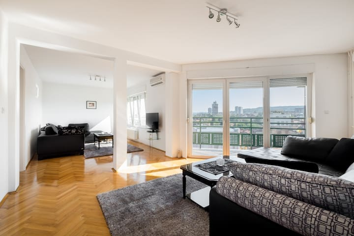 Central 4 Bedroom, 2 Full baths with AC. Sleeps 8 - Beograd - Apartment