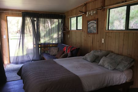 The Glamping River Cabin @ Waiwhenua River Park