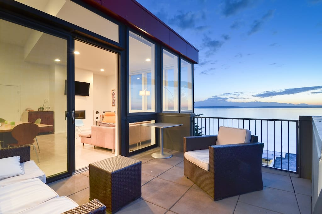 Modern Home With Unobstructed Views Free Parking Houses For Rent In Seattle Washington