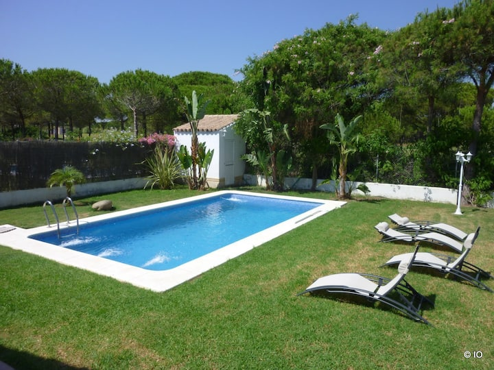 Villa w private pool, golf Sancti Petri Hills