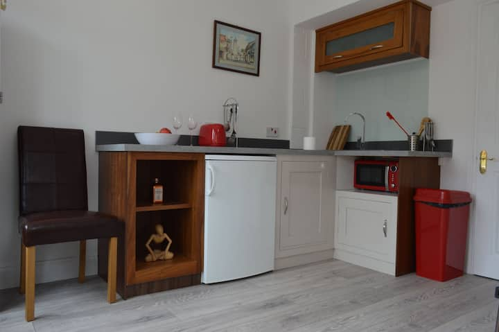Newly Refurbished Self Contained Ground Floor Flat
