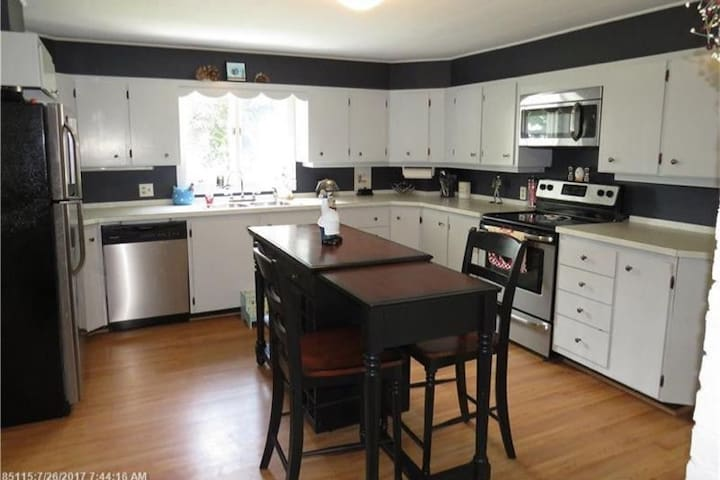 Kitchen available to share if requested