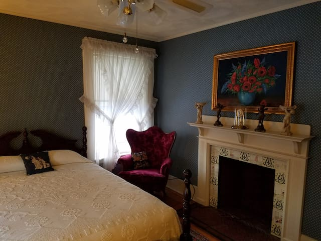 The Hawthorne Room at Historic Sherman Guest Home