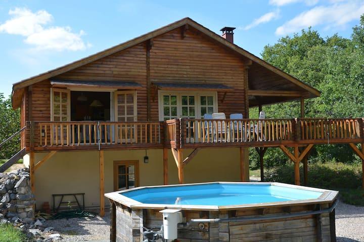 Casa de vacaciones con encanto en Autoire con piscina privada