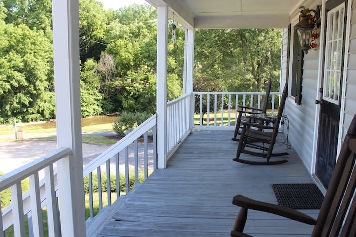 Riverwalk home, one block from Main Street - Luray - Byt