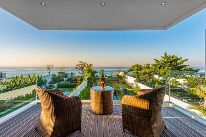 Beach villa for rent in Bali, cleaning staff incl