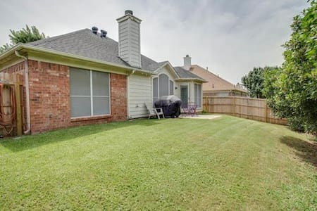 Private Rm. 10min from DFW Airport - Euless - House
