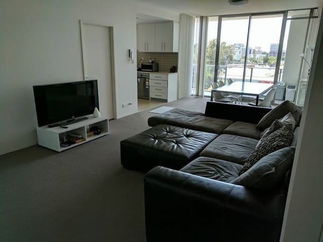 Private bedroom and bathroom - Arncliffe - Arncliffe - Apartment