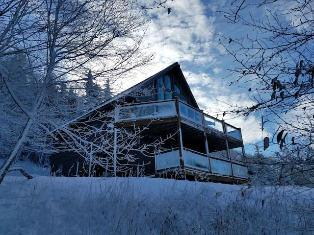 5BR Chalet Stunning Views,Hot Tub,Walk to Slopes
