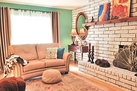 2BR Townhouse in Los Alamos downtown. Gov rates