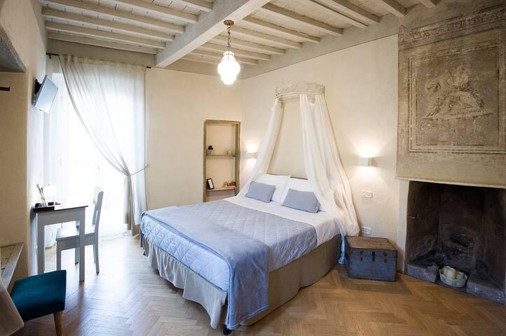 Romantic Room with Frescoes