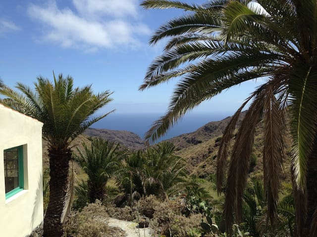 CASA ALOHA  in einer Palmenoase über dem Meer - Hermigua - Hus