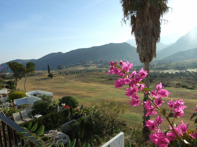 Stunning Mountain, Sea  & Valley Views. Faces east - Turre - Huis