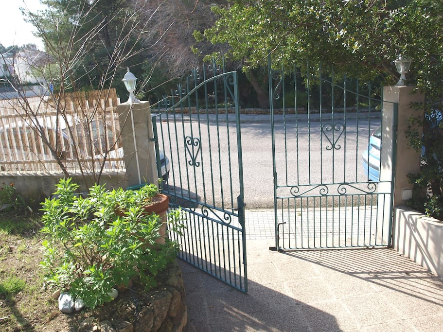 puerta de acceso y entrada