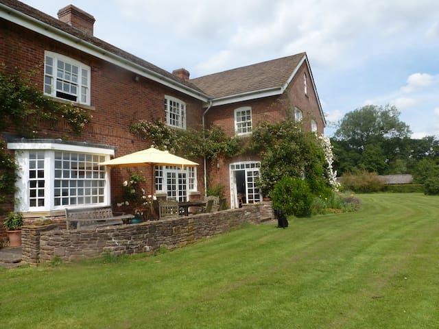 Lovely farmhouse in the Wye Valley - Hereford