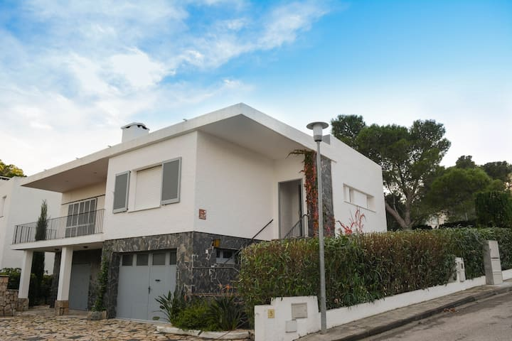 Detached 3BR House 100 meters from the Sea - Llançà - Huis
