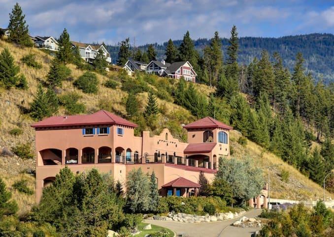 La Casa Mirador Mansion
