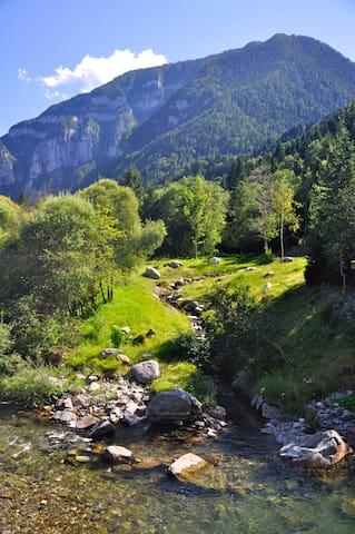 Svegliarsi col brusio di un ruscello di montagna - Canal San Bovo