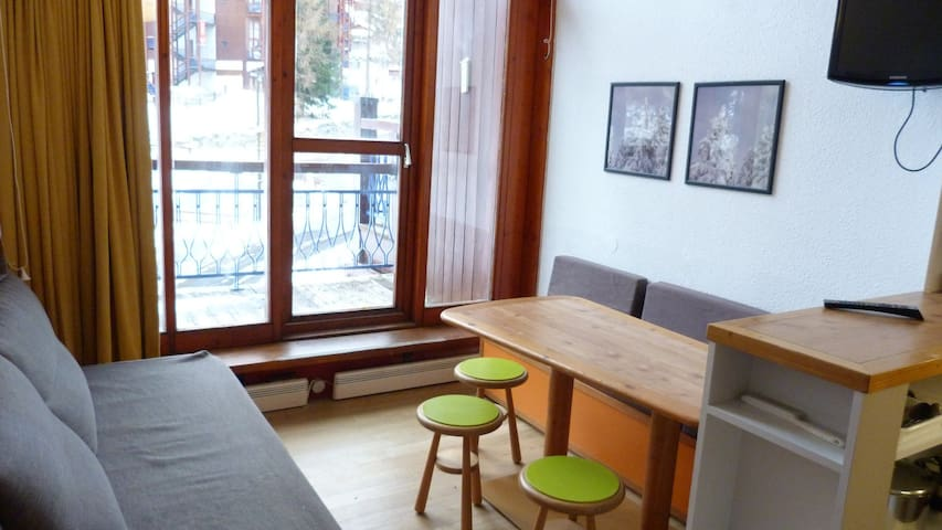 Duplex for 5 guests close to the slopes and shops in Charmettoger village