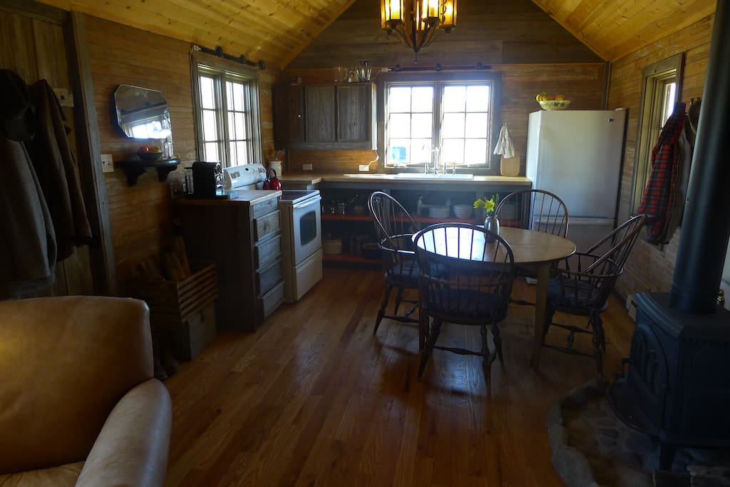 Self-catering kitchen and dining room