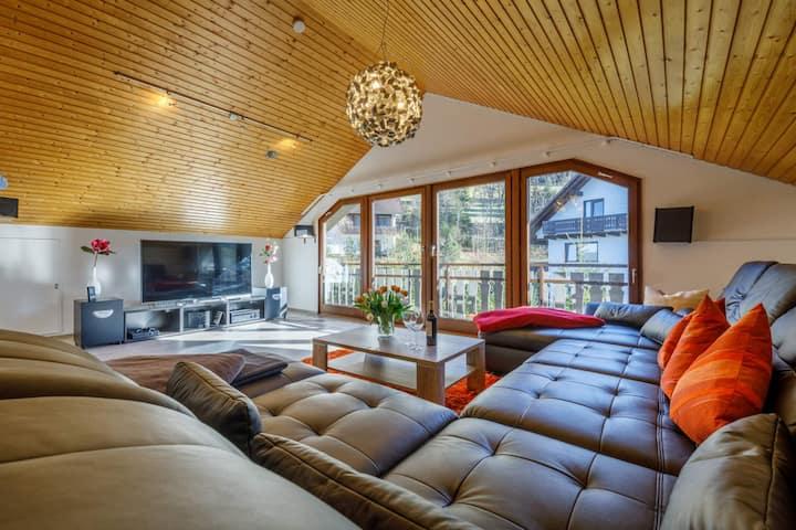 Luxus Ferienhaus: Sauna, Whirlp., Kamin, Wlan, BBQ, eingezäunt, Spielplatz