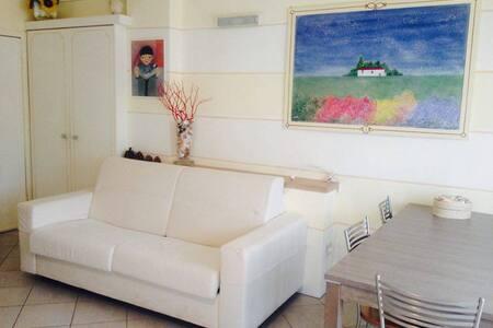 Accogliente appartamento vicino al mare - Loano - Daire