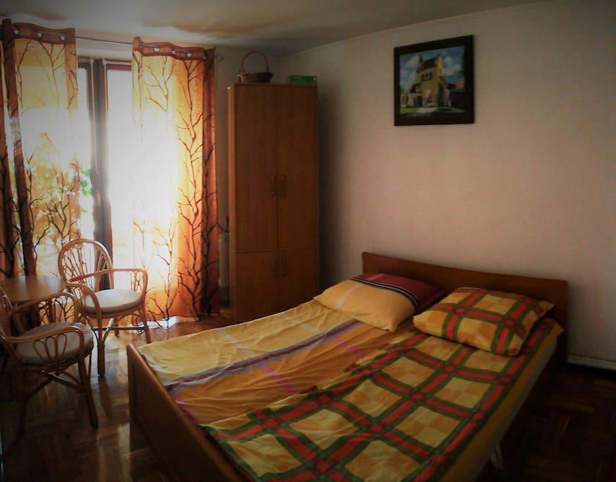 Sypialnia nr 1 - łóżko podwójne, z wyjściem na taras