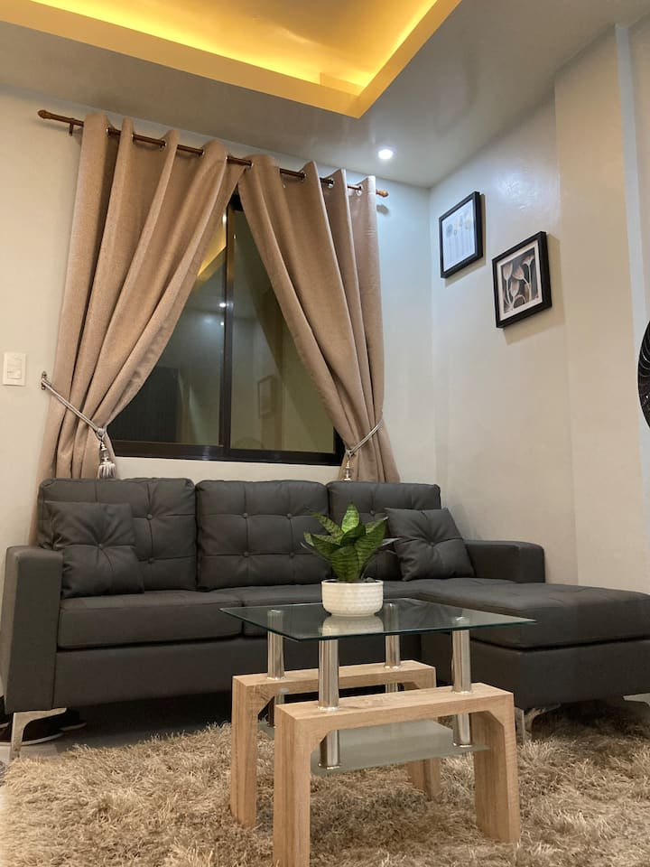 6 BEDROOM APARTMENT WITH KITCHEN AND LIVINGROOM!