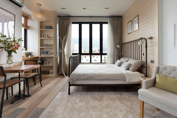 Cozy Room & Elegantly Design with Mountain View