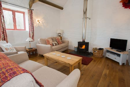 Luxury Barn Conversion by the sea, St.Davids, 5 *