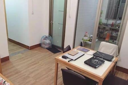 优质电梯房,精装2房2厅 品质小区,周边医疗,交通,教育,娱乐,商业配套齐全 - Foshan - Huis