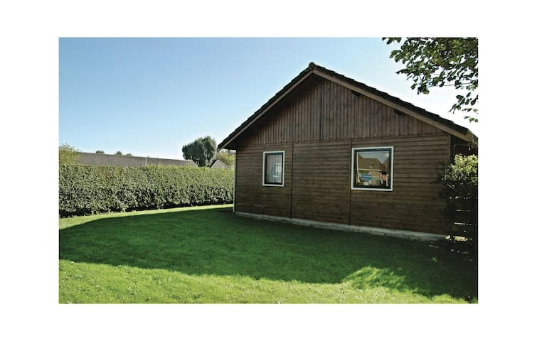 Holiday cottage with 3 bedrooms on 55 m² in Moddergat