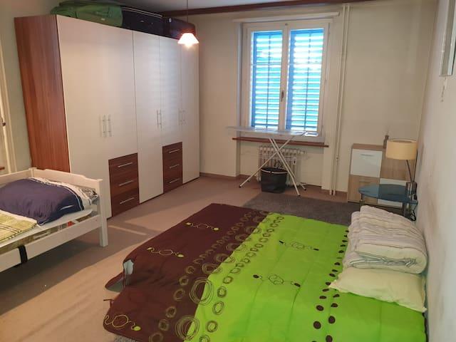 Quarto Inteiro em Apartamento Residencial